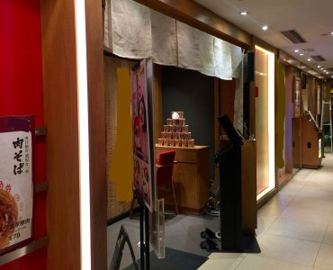 Causeway Bay conveniently located upstairs restaurant for Lease