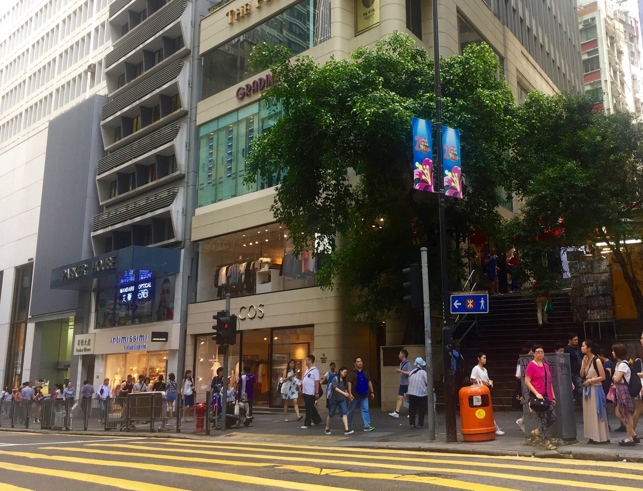 Hong Kong Central Pottinger Street intersects Queen's Road Central - guaranteed foodie traffic from day to night
