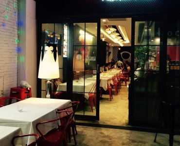 Hong Kong Sai Ying Pun restaurant with open seating HK