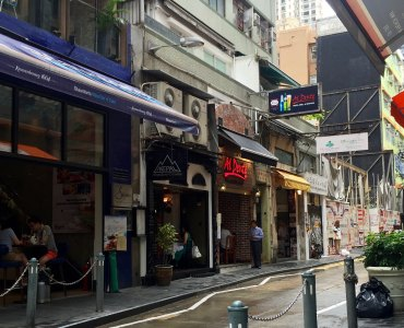 Hong Kong Central Soho FnB Shop next to Soho escalator for Lease