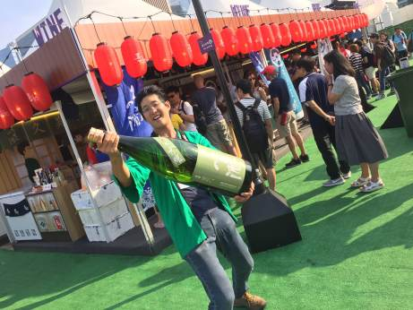 Hong Kong Wine & Dine Festival - Wine booth trying new way promoting Japanese sake