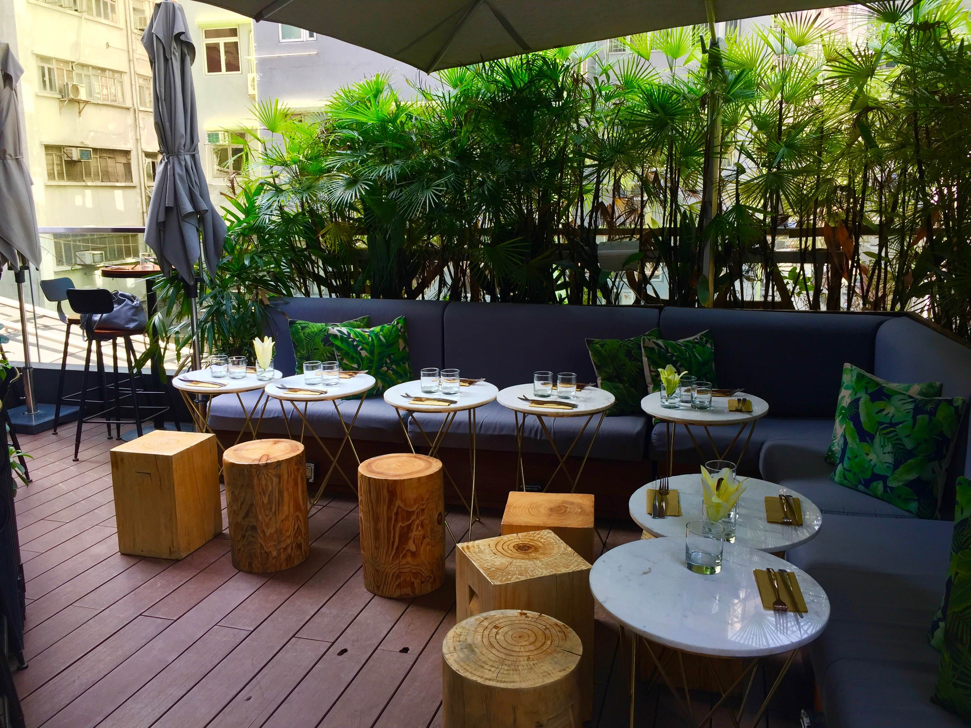 Outdoor Terrace Food & Beverage Shop for Rent in Central HK