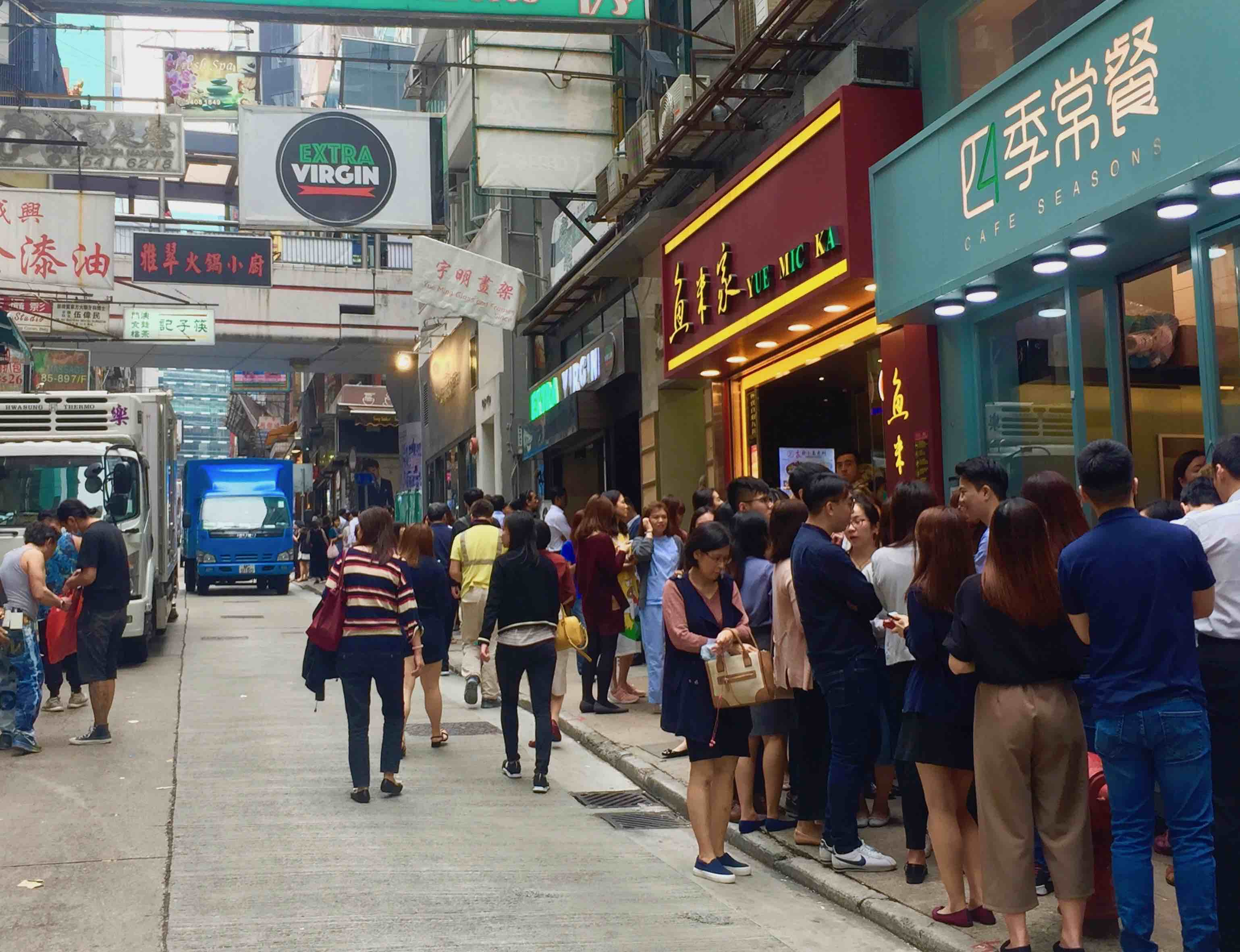 Central HK Wellington Street busy restaurant for surrender with Lease