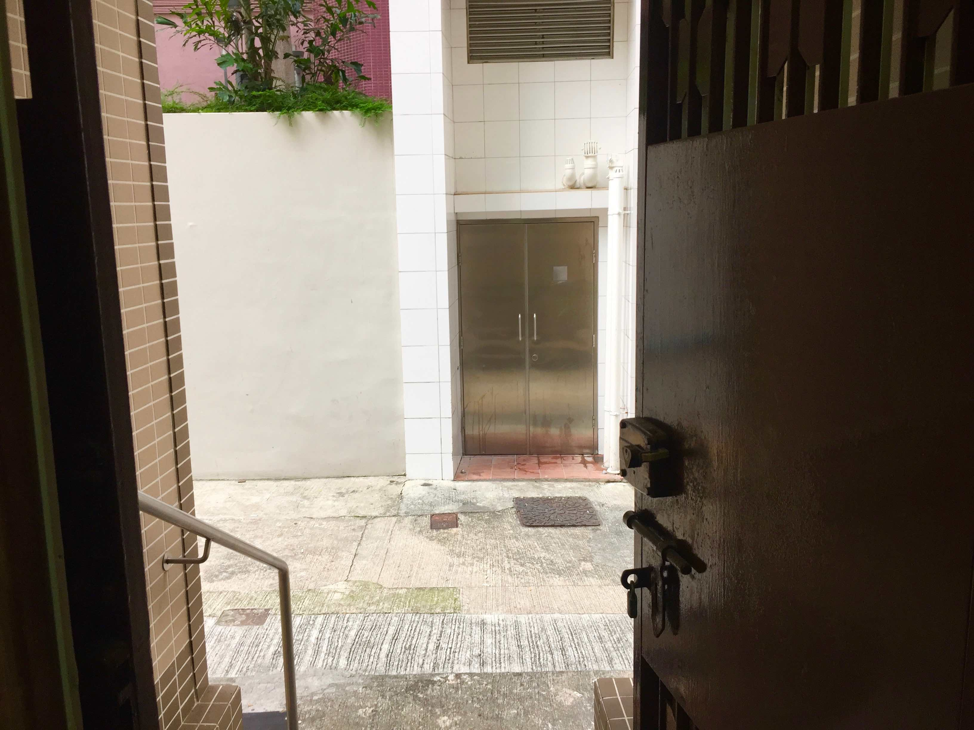 HK Central private clubbing F&B Shop for lease with hidden entrance