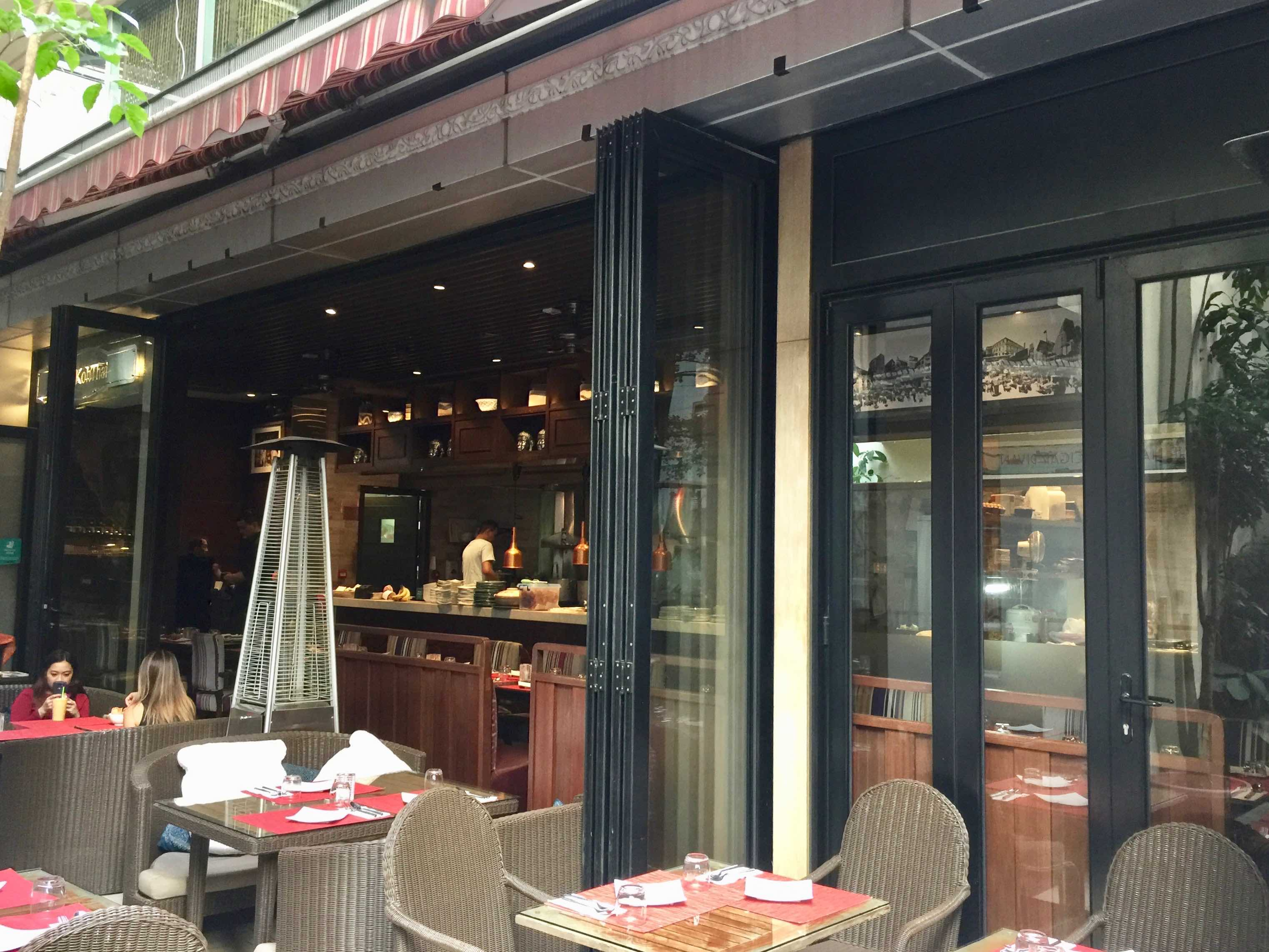 HK Huge Outdoor Fitted Restaurant Space for Rent in Wan Chai