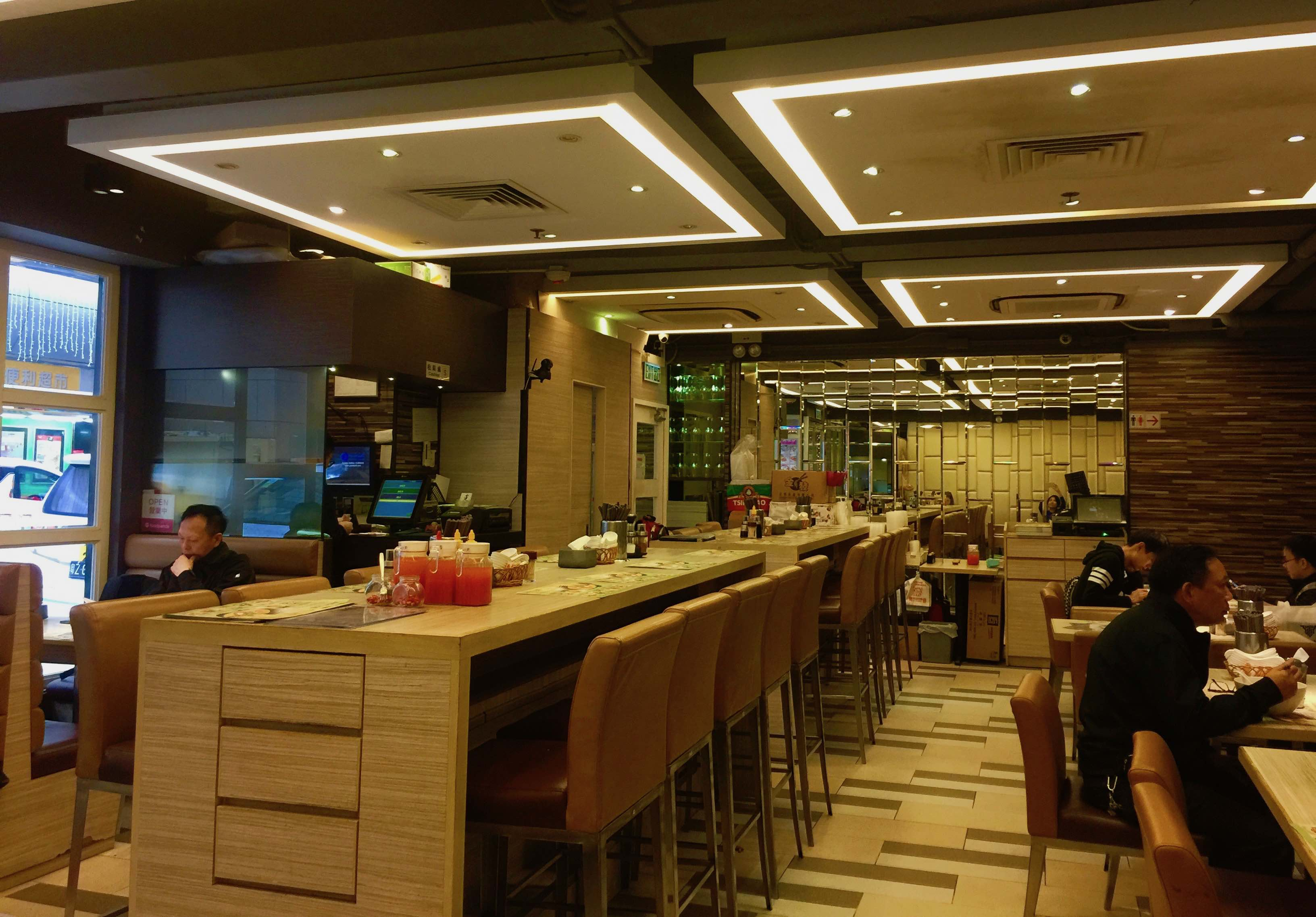 Wide shopfront restaurant space for rent in Wanchai HK