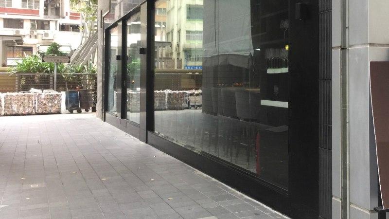 Corner restaurant & bar space for rent in Ship Street HK