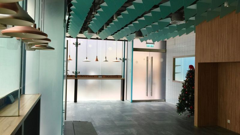 HK Causeway Bay Wide shopfront cafe space for Rent