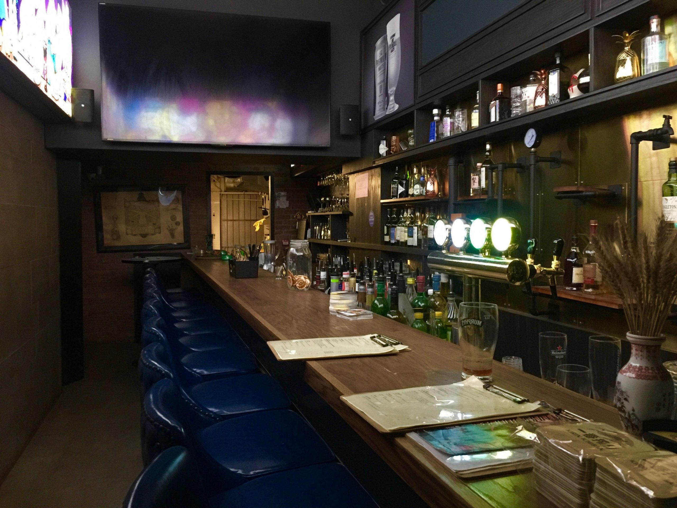 LKF Fitted Bar with Licence for Lease in Central HK