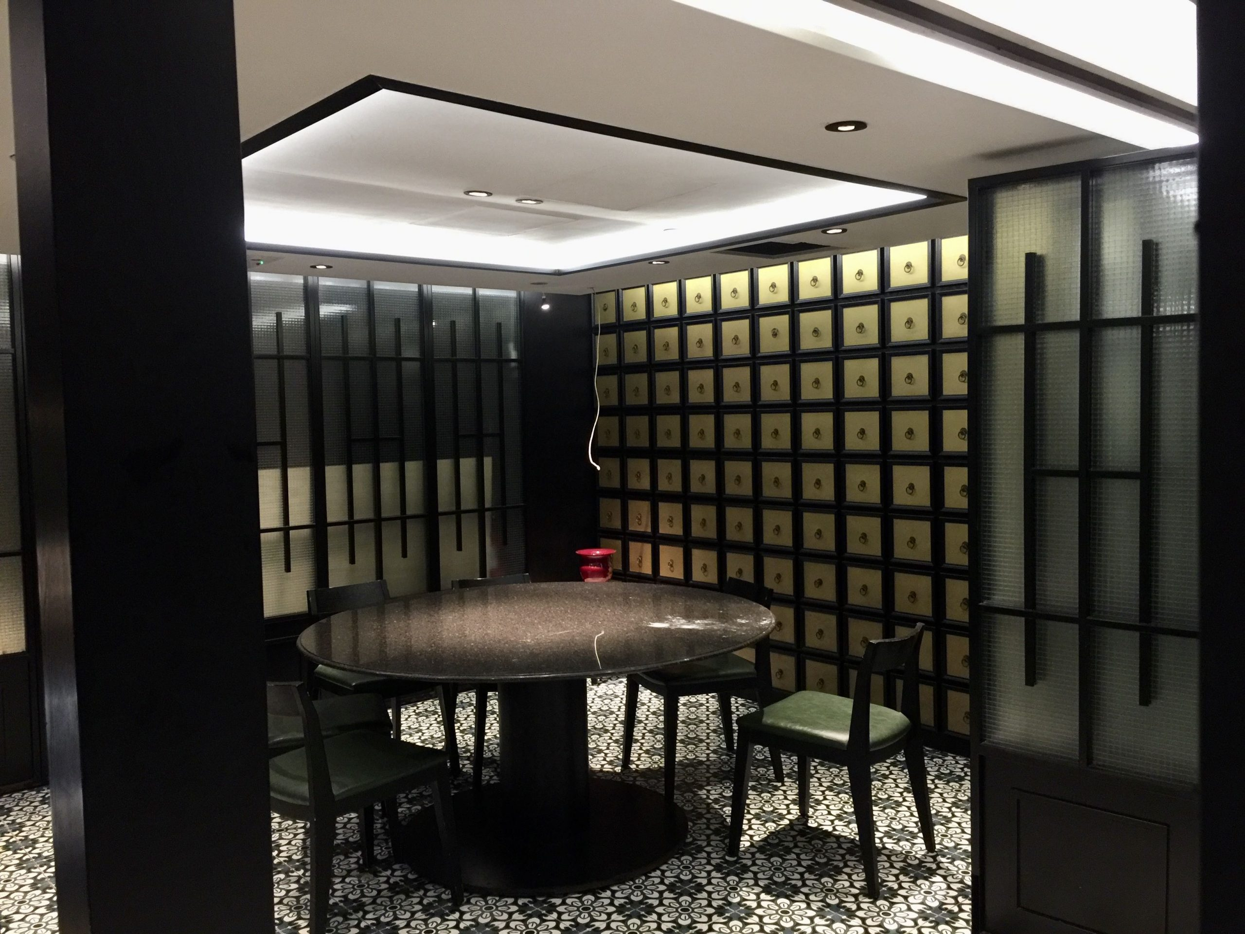 Nicely Fitted Restaurant in Central for Rent in HK