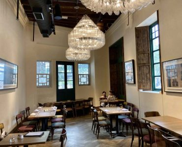 High-ceiling restaurant for lease in Wanchai Hong Kong