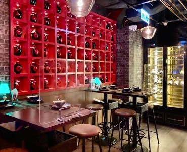 Restaurant with Fitting in Central HK for Lease