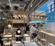 Noodle shop with huge facade for rent in HK