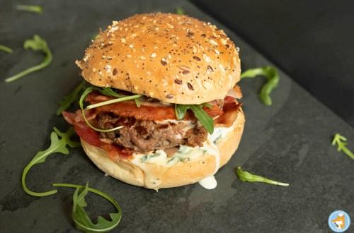 recette de burger à la fourme d'ambert et à la poitrine fumée