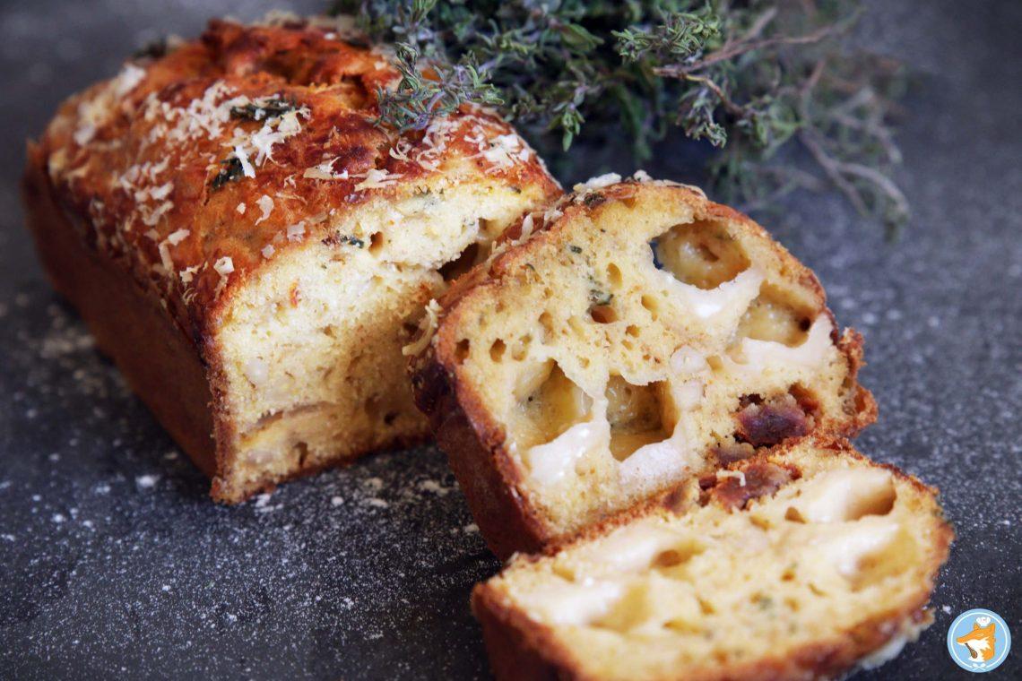 cake aux oignons confits, aux tomates séchés et au parmesan