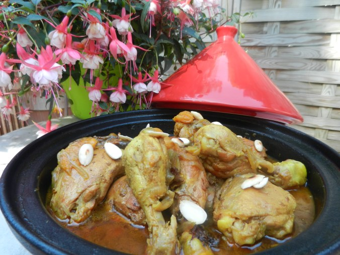 Tajine de poulet aux fruits secs : 11 €