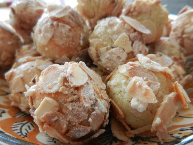 Mcheweks aux amandes, de délicieuses petites bouchées croustillantes et fondantes à la fois
