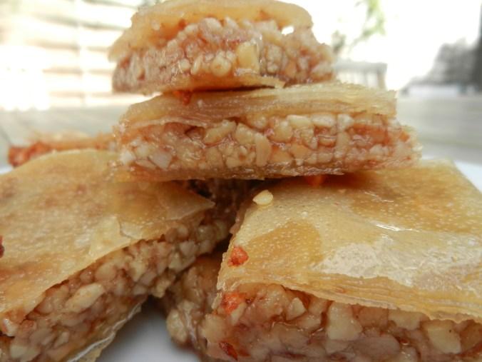 Baklava : amandes, noix, miel, beurre, fleur d'oranger, filo