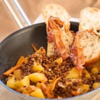 Lenticchie in padella con pancetta croccante: contorno o piatto unico?