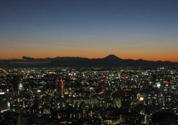 03-Fuji_and_the_megalopolis