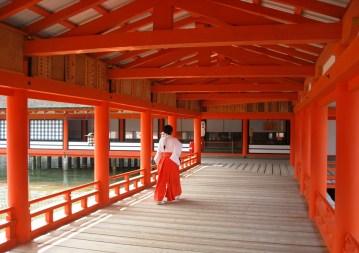 05-Itsukushima_Shrine