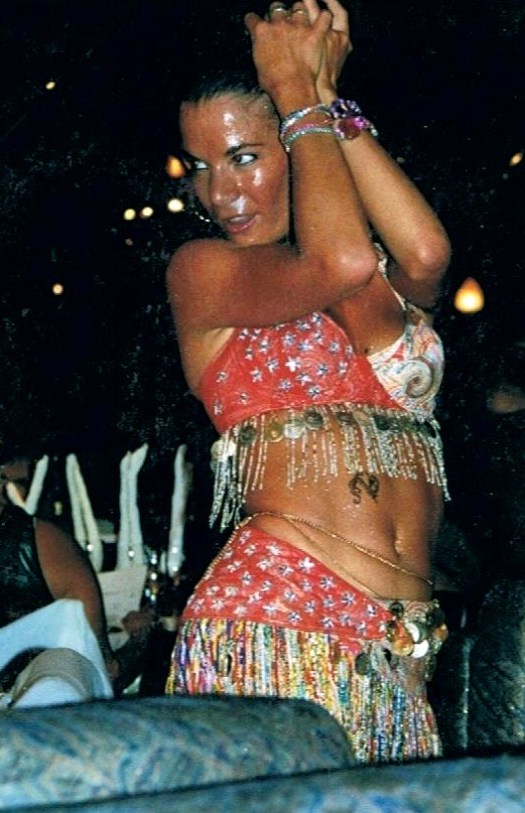 """""""Faire aimer au plus grand nombre une prestation de danse orientale dans un restaurant."""""""
