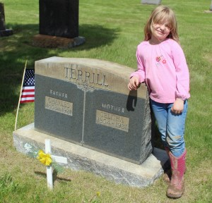 Maeve with her great-great-grandparents Terrill's stone