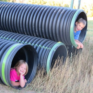 maeve-and-seamus-in-pipes