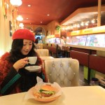 "From Showa retro Cafe ""hood"" literary foot 繫 go NET cafes went Burger"