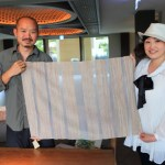 """Gloria Manor"" Presented the "" Shike Silk"" of a is Matsui silk weaving co.,ltd. traditional Japanese crafts to Fudy of Gloria Owner!"