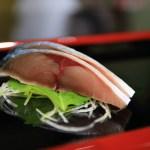 同時撿一些新鮮的魚,在富山灣銀 8 壽司漁reru 的在富山在酒吧 !