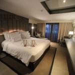 「 リーバ スーリヤ バンコク 」リバーサイドホテルのシックで落ち着いた客室