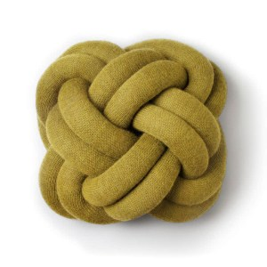 coussin jaune moutarde knot Design House Stockholm