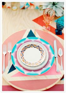 assiettes mexicaines, dressage table géométrique mexicain