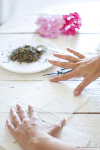 DIY-creation sachet de thé , pliage du tissus- La Délicate Parenthèse