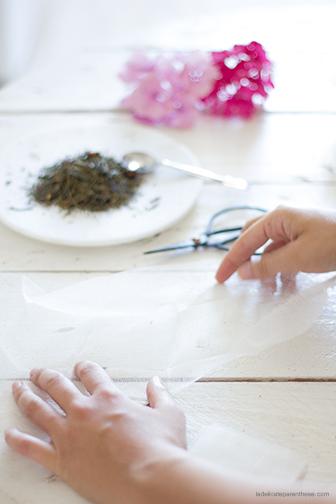 DIY création sachet de thé étape pliage