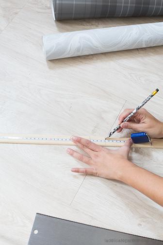 creation porte magazine mural DIY détournement de papier peint