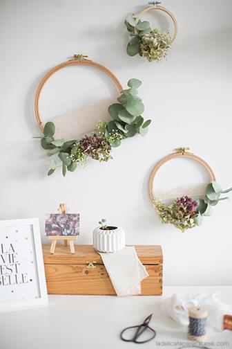 Créez des couronnes de fleurs fanées en recyclant des tambours à broder pour l'automne