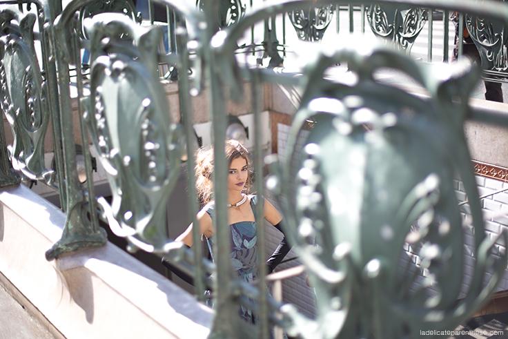 Inspiration décoration intérieure mannequin robe papier peint Graham & Brown dans métro parisien