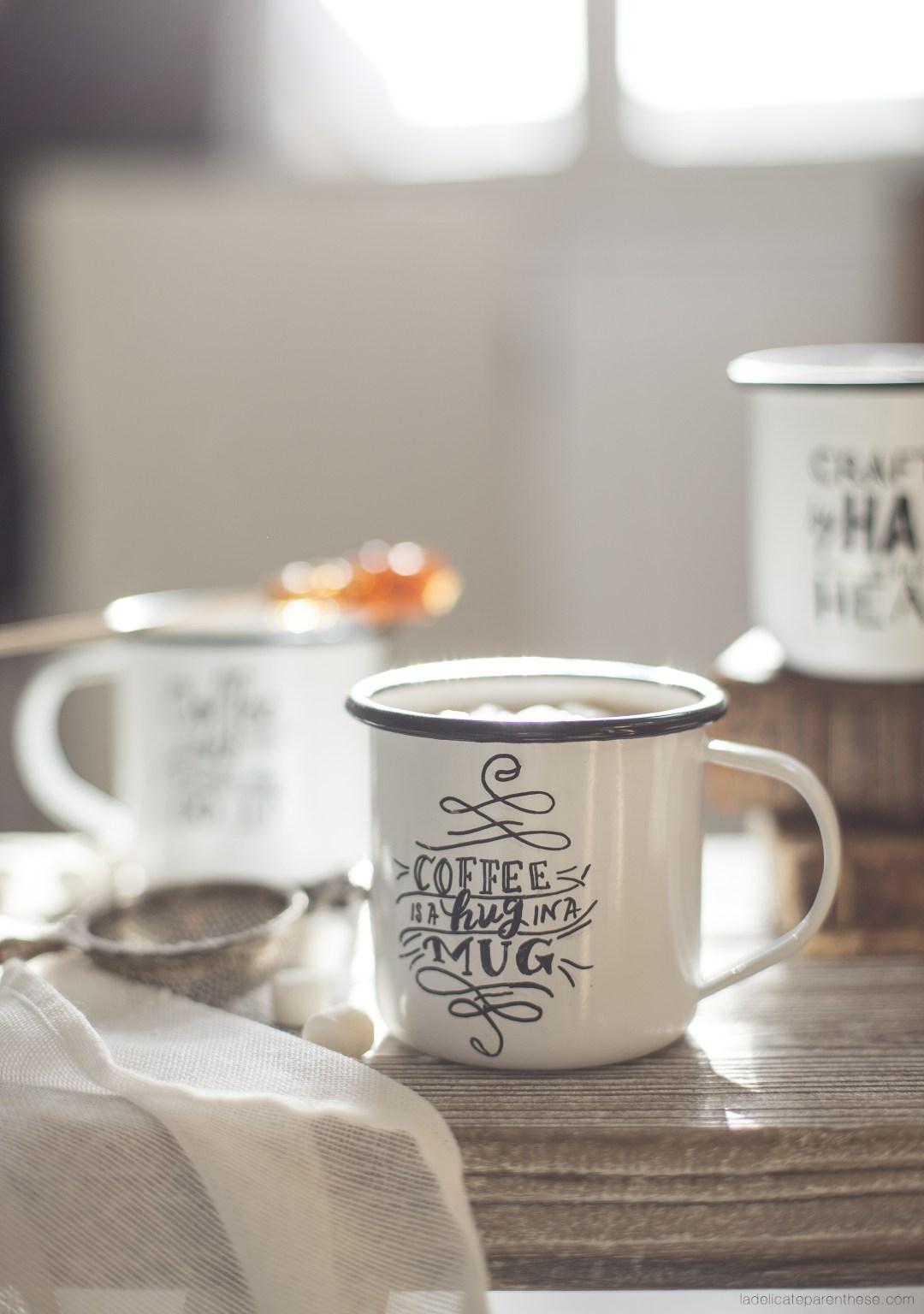 création de mug personnalisés pour l'hiver dans un esprit de Noel