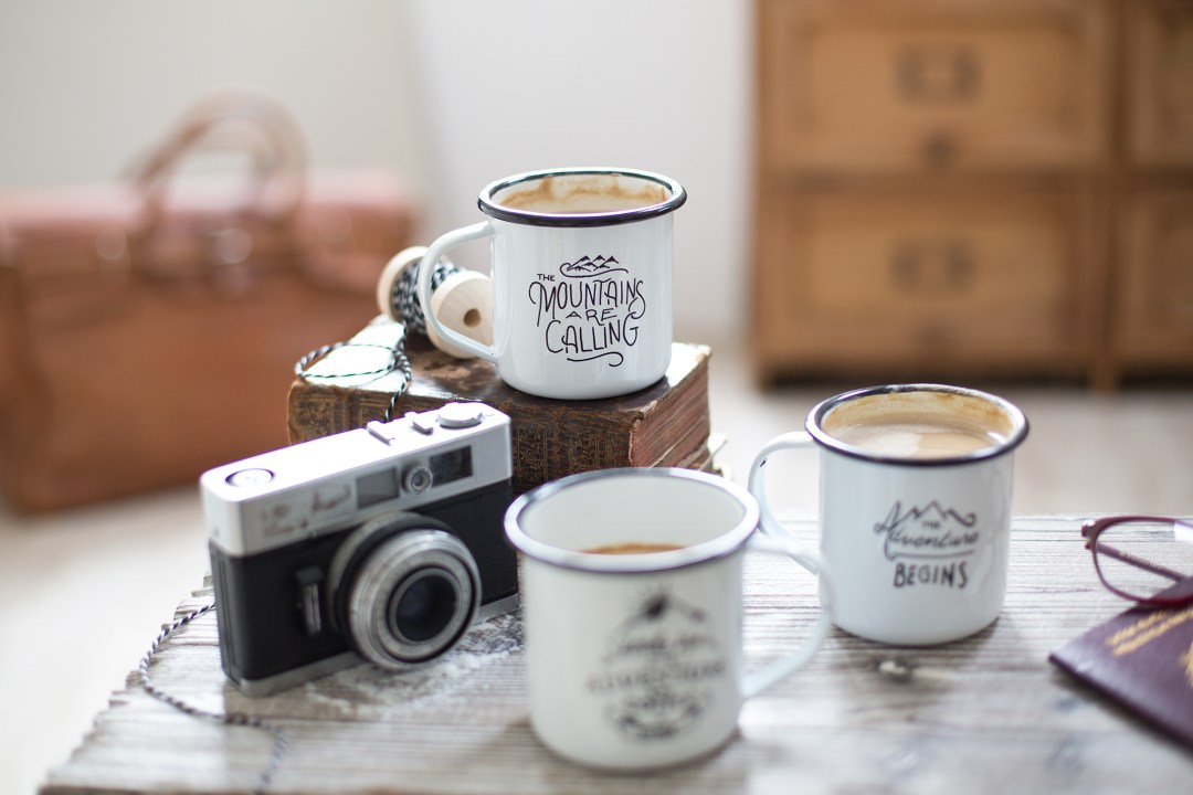 diy des mugs maill s qui nous font voyager la d licate parenth se diy d co et. Black Bedroom Furniture Sets. Home Design Ideas