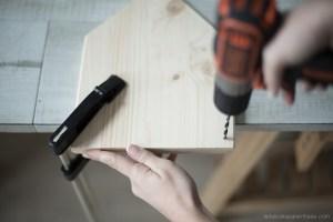 Diy réaliser un fanion en bois grace à la technique de transfert étape de découpe