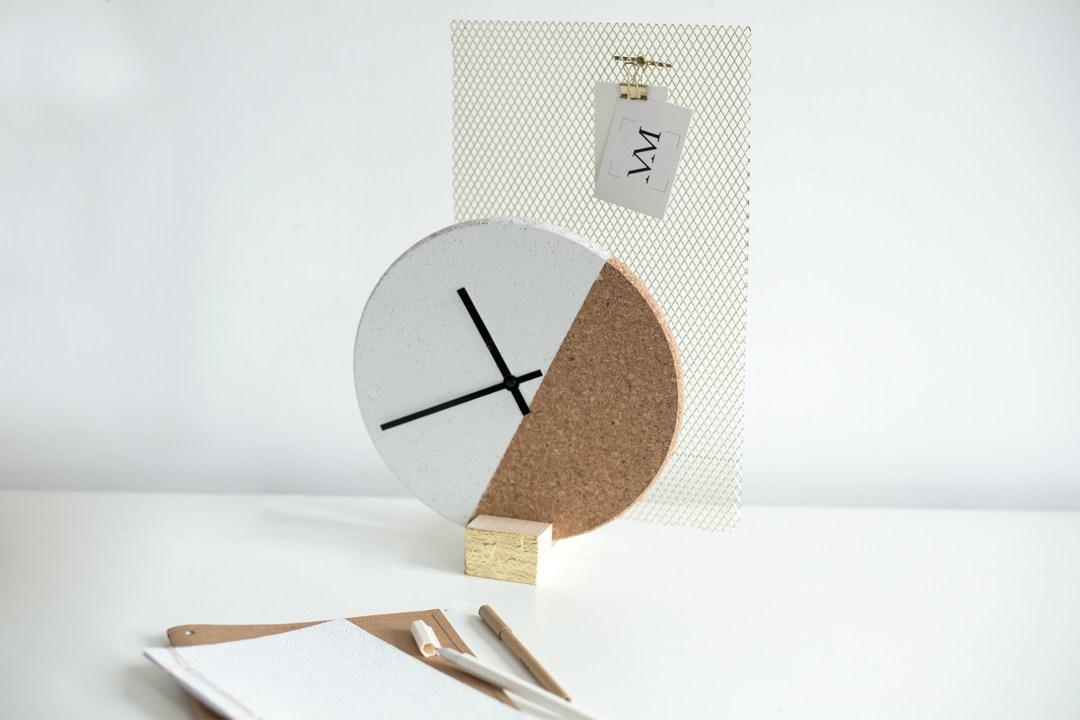 création horloge graphique en liège DIY