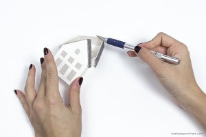 découpe maison de papier - village sous cloche