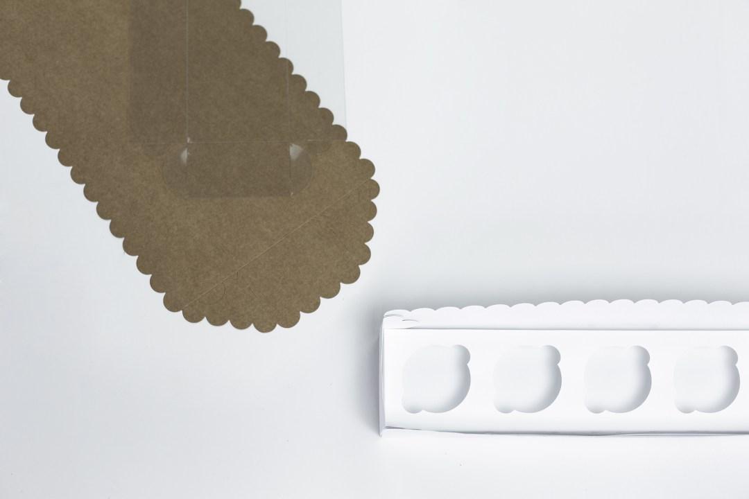 étape de pliage création terrarium en détournant un emballage en carton