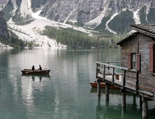 Lac de braies eau emeraude découverte des Dolomites