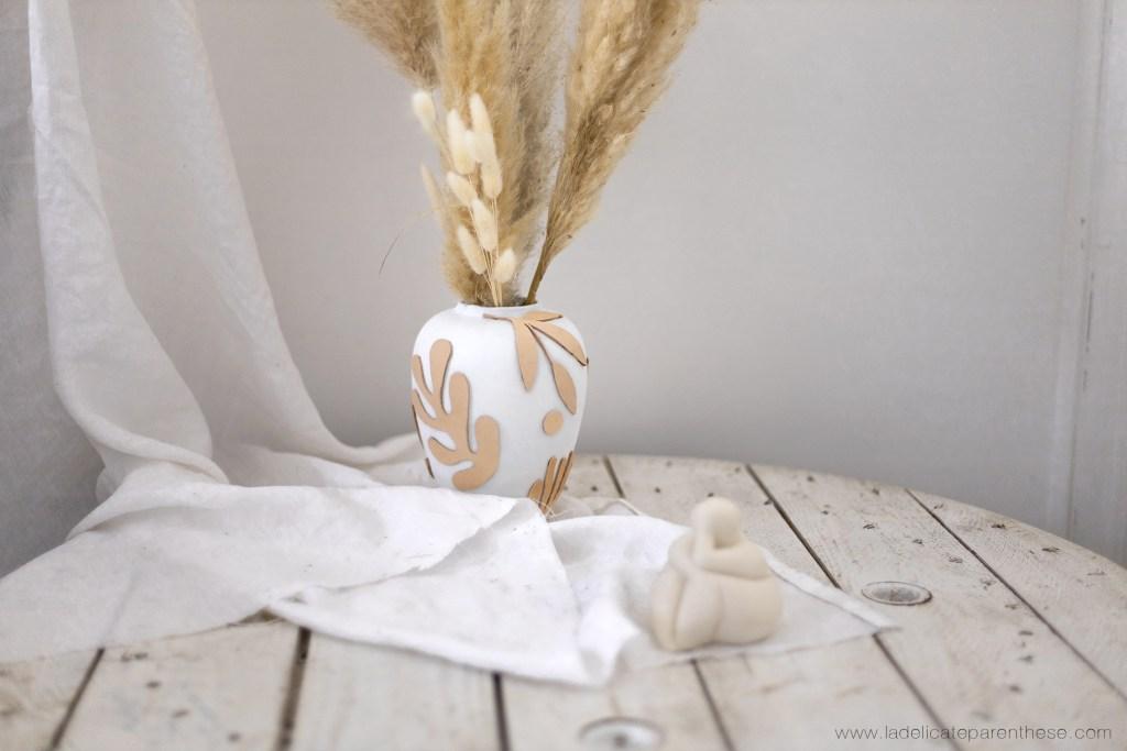 vase effet texturé réalisé avec machine Cricut