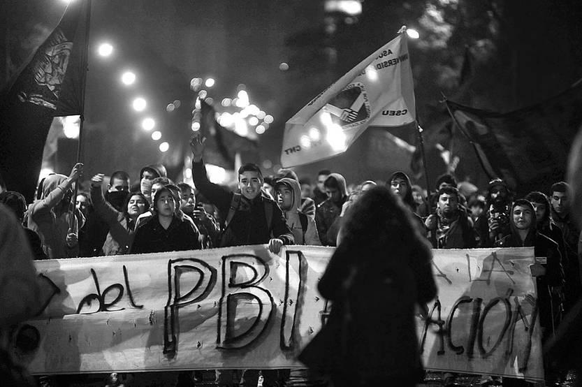 Movilización de gremios de la enseñanza, ayer, en Avenida del Libertador. Foto: Federico Gutiérrez