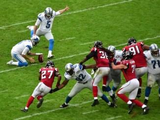 NFL Detroit Lions kicker Matt Prater kicking a field goal