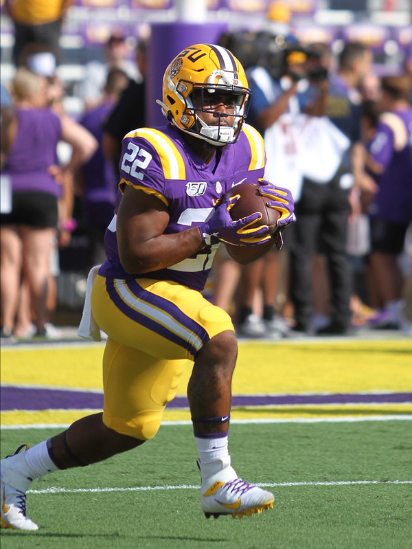 LSU running back Clyde Edwards-Helaire catching a pass